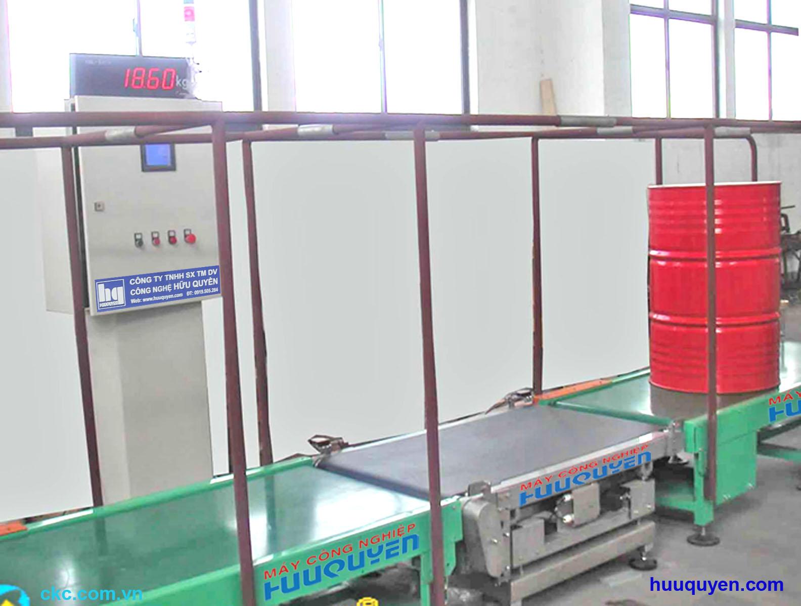 Băng tải cân kiểm tra khối lượng chất lỏng